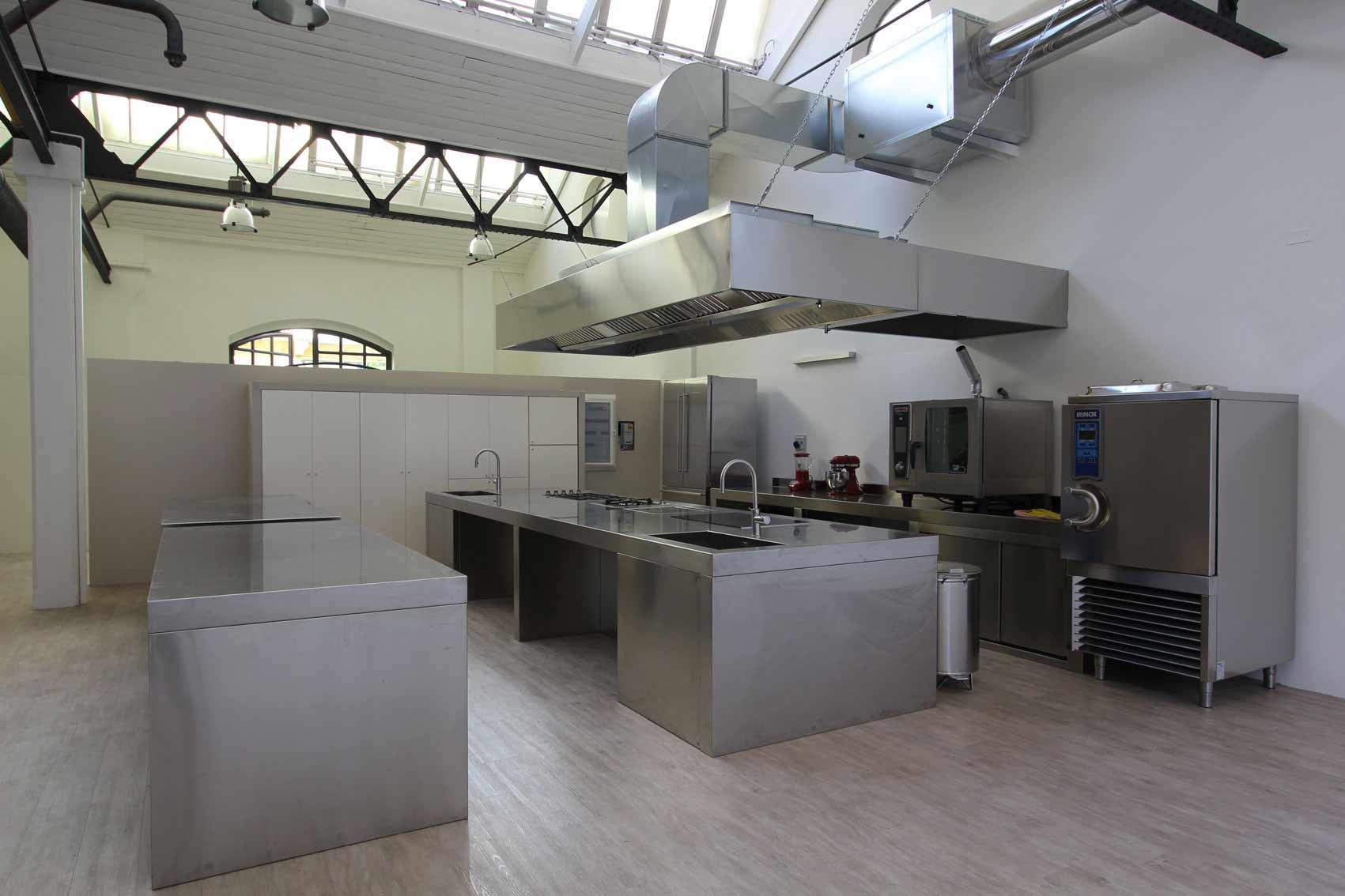 Inkitchen loft zona romana milano location - Cucine per loft ...